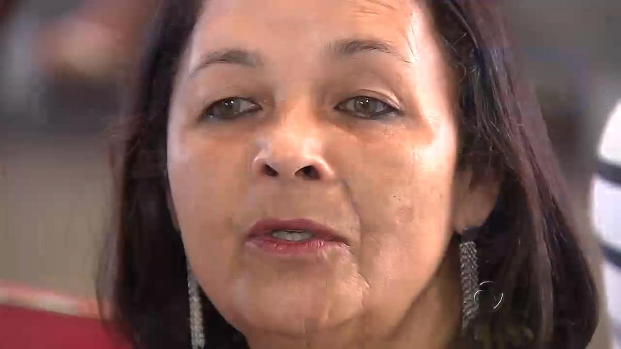 Mãe reencontra filho que foi levado quando era bebê   Folha Vitória