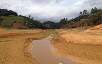 Redução brusca do nível do Rio Santa Maria deixa bairros de ...