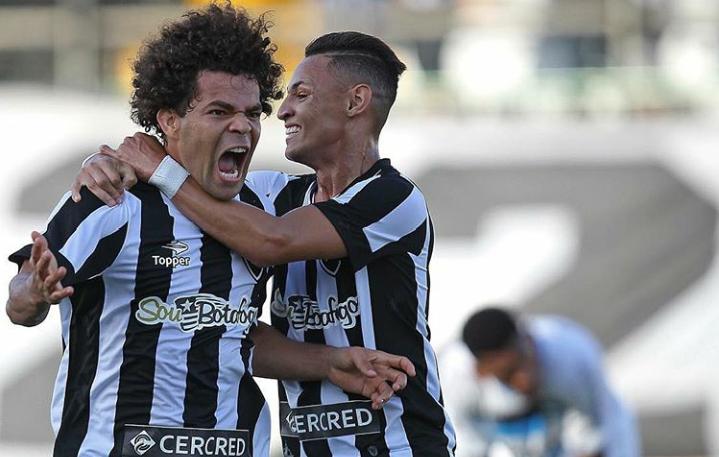 Com golaço de bicicleta, Botafogo vence Grêmio e se distancia da ...