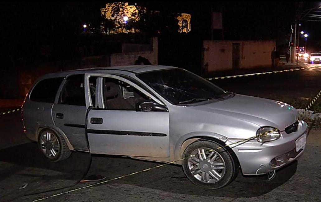 Homem é assassinado a tiros enquanto dirigia em Cariacica | Folha ...