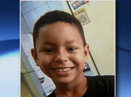 Criança de 9 anos morre atropelada na BR-101, na Serra | Folha ...