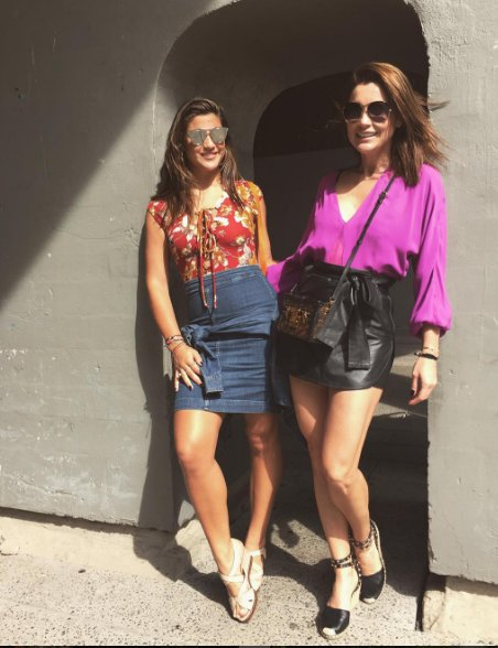 Giulia Costa posa em Nova York com Flávia Alessandra   Folha Vitória