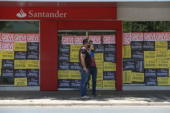 Bancários rejeitam proposta salarial e greve continua no Espírito ...