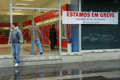 Sem acordo, greve dos bancários continua no Espírito Santo | Folha ...