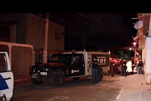 Três irmãos são assassinados a tiros no meio da rua na Serra ...