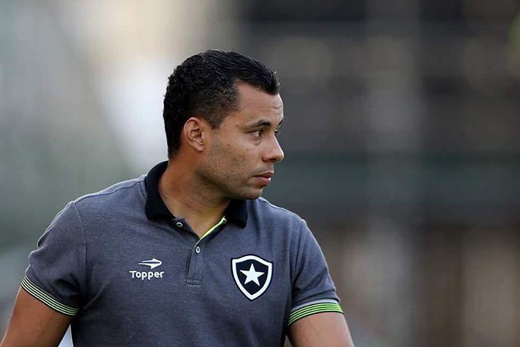 Após arriscar, técnico do Botafogo exalta herói da vitória em ...