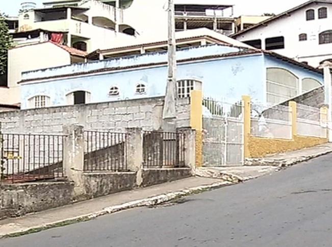 Homem é morto a tiros em cima de muro de policial em Cariacica ...