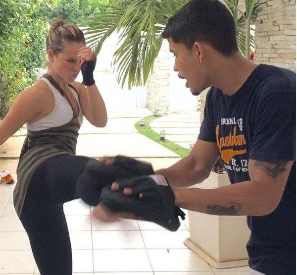 Paolla Oliveira treina com lutadora profissional de MMA para a ...