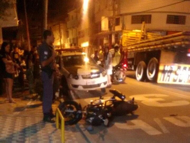 Motociclista é atropelada durante perseguição policial pelas ruas de ...