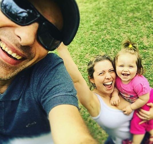 Com um aninho, Laura, filha de Rafael Ilha, tem o melhor sorriso ...