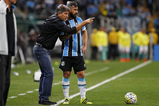 Renato Gaúcho comemora vitória e exalta 'espírito gaúcho' do Grêmio