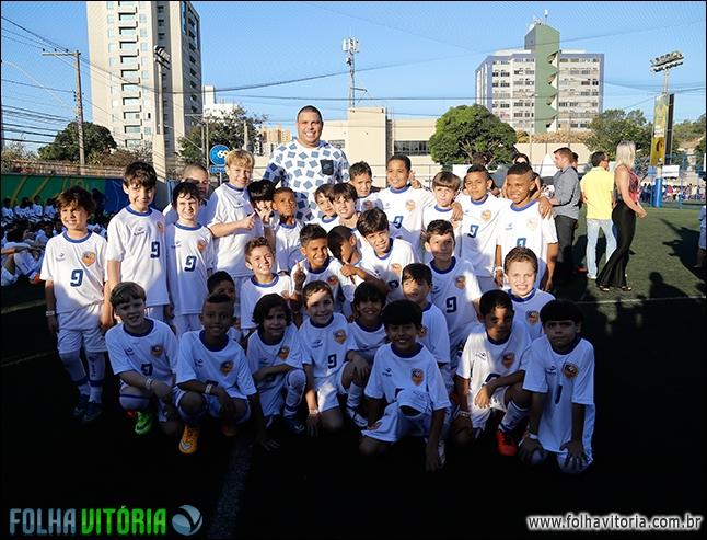Oportunidade! Escolinha de futebol do Ronaldo Fenômeno abre ...