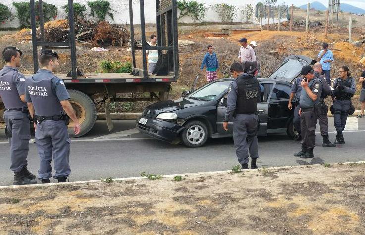 Suspeito de roubar carro na Serra troca tiros com a polícia e é morto ...