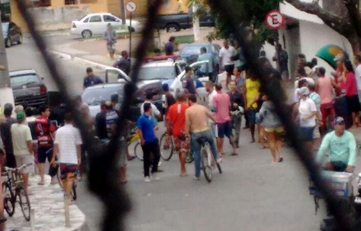 PMs são baleados durante troca de tiros com bandidos em Vila Velha