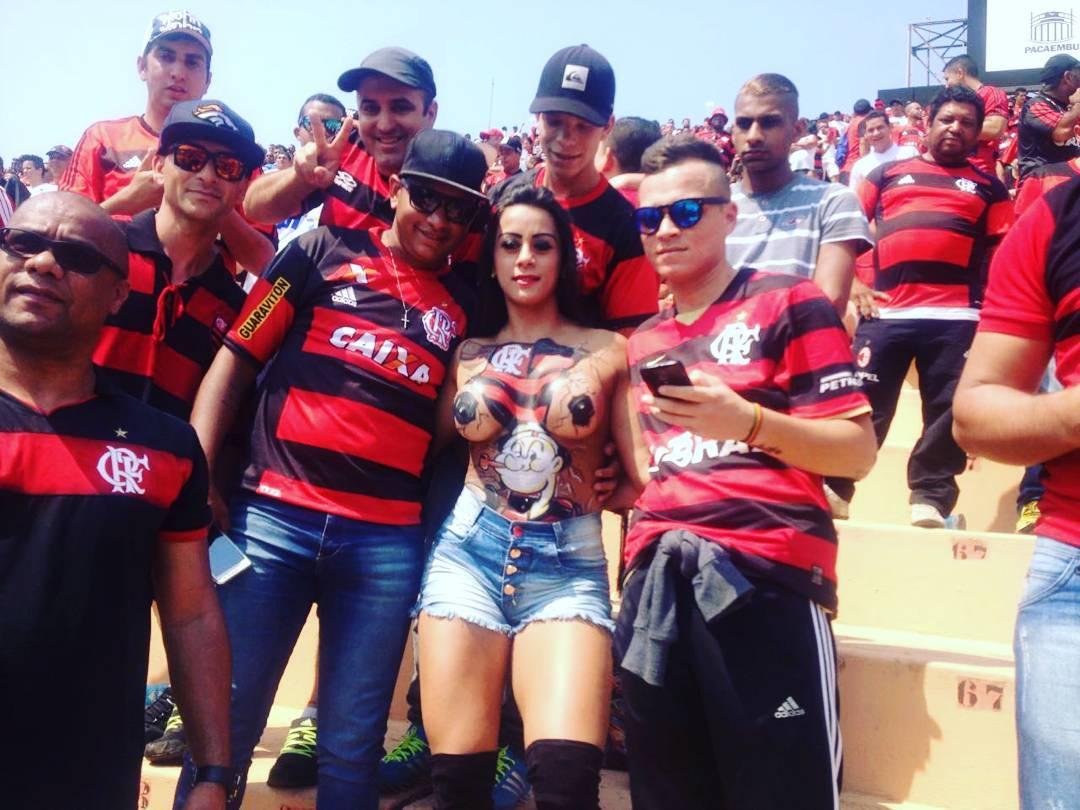Torcedora que foi ao jogo do Flamengo seminua quer conhecer o ...