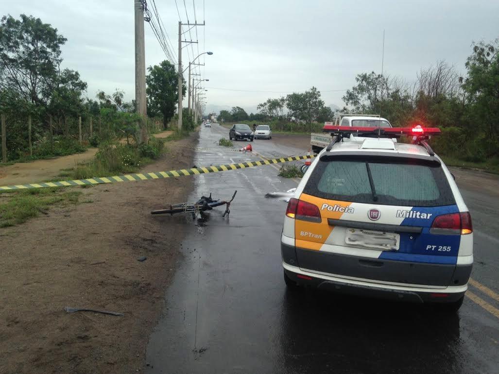 Ciclista morre atropelado ao derrapar em rua de Vila Velha | Folha ...