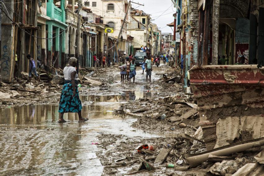 Furacão Matthew é rebaixado a ciclone pós-tropical | Folha Vitória