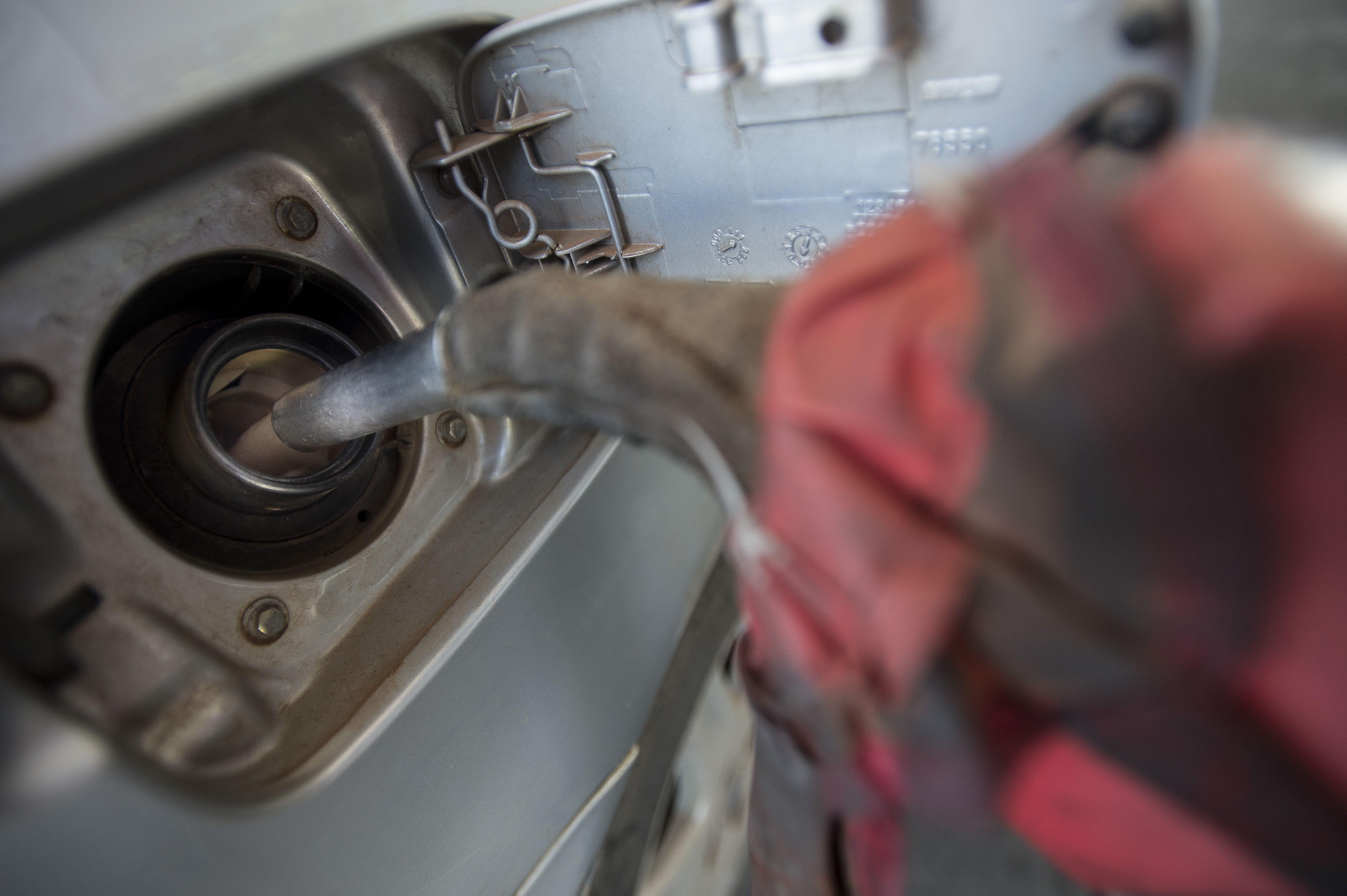 Gasolina da Petrobras vai ficar 3,2% mais barata a partir de sábado ...