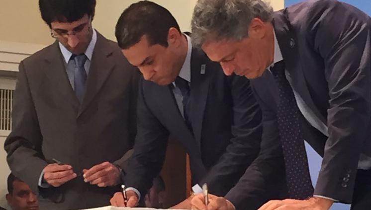 Em Buenos Aires, ministro assina acordos para facilitar comércio ...
