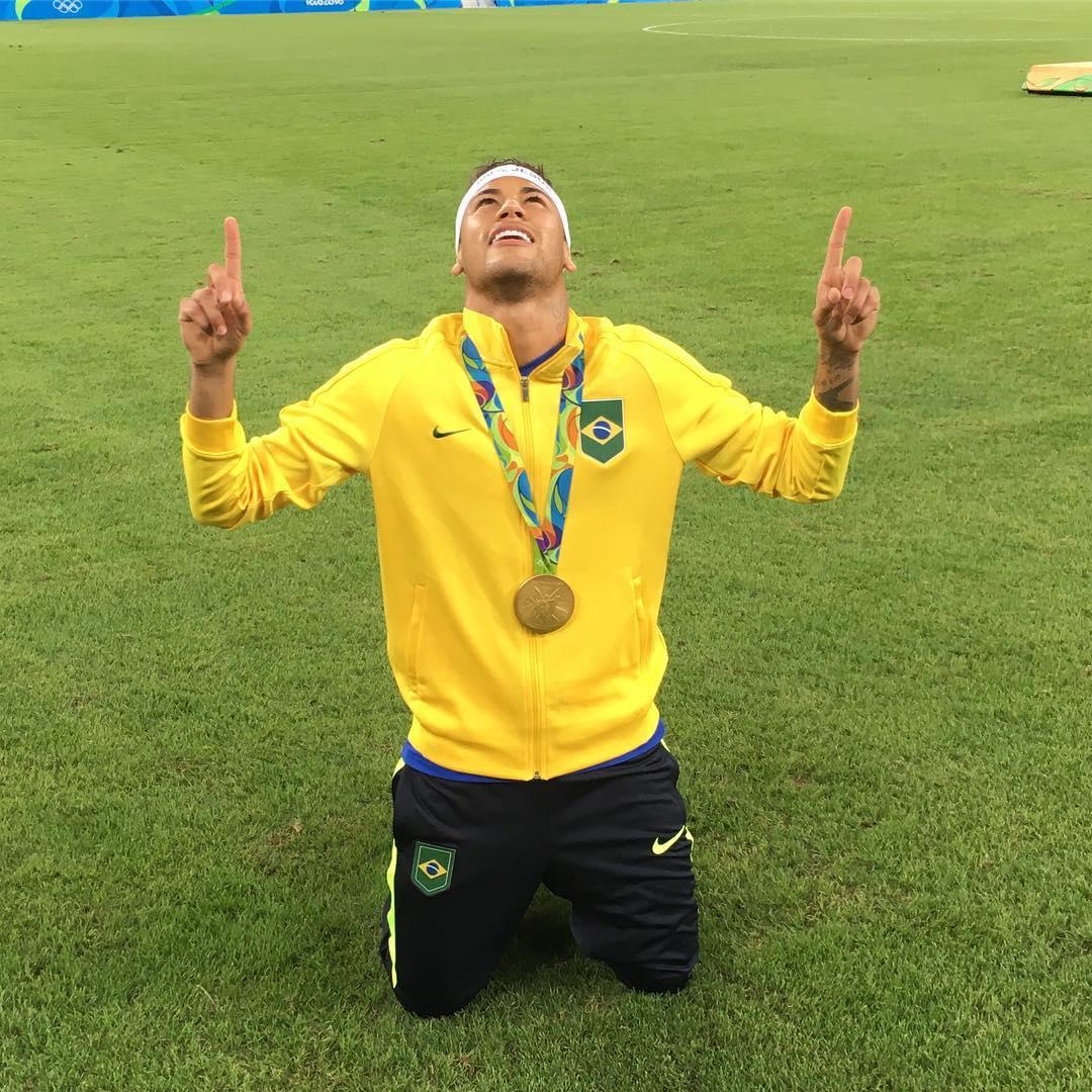 Maradona coloca Neymar no mesmo nível de Messi e Cristiano ...