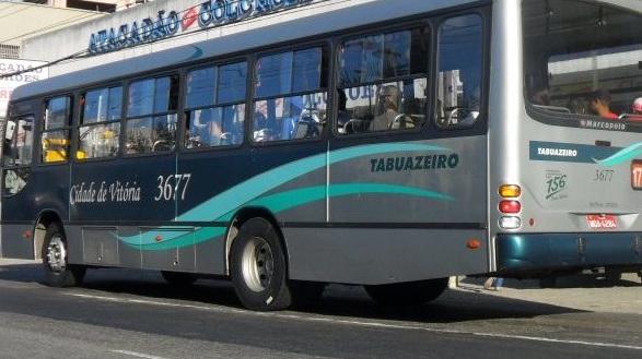 Mulher é esfaqueada dentro de ônibus após tentativa de roubo, em ...