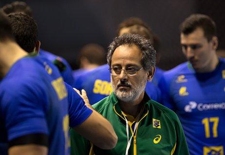 Novo técnico começa renovação na seleção masculina de handebol