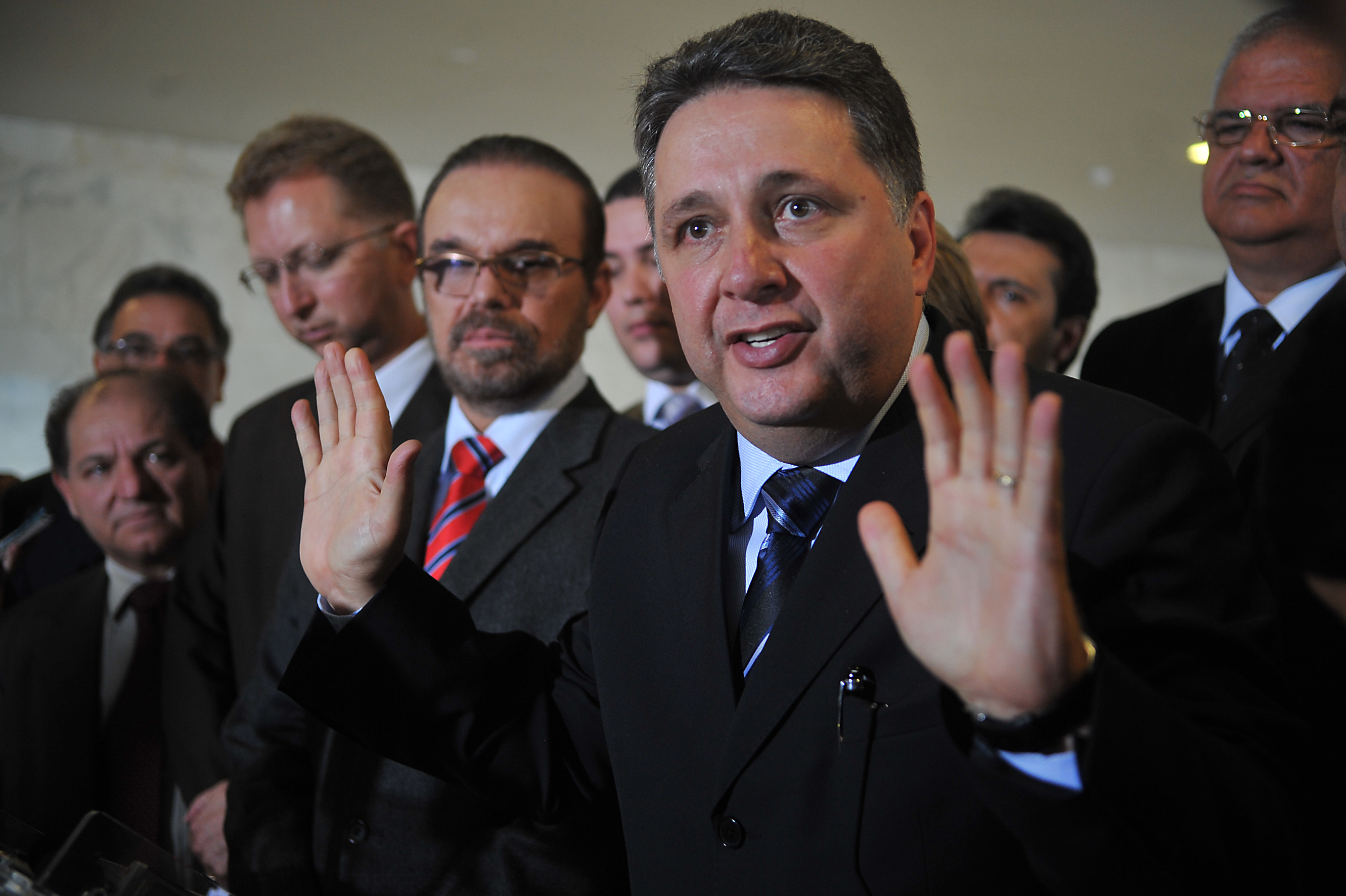 Tribunal revoga prisão de Anthony Garotinho