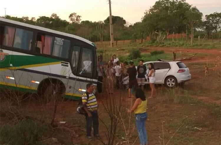 Colisão ocorreu entre carro e ônibus