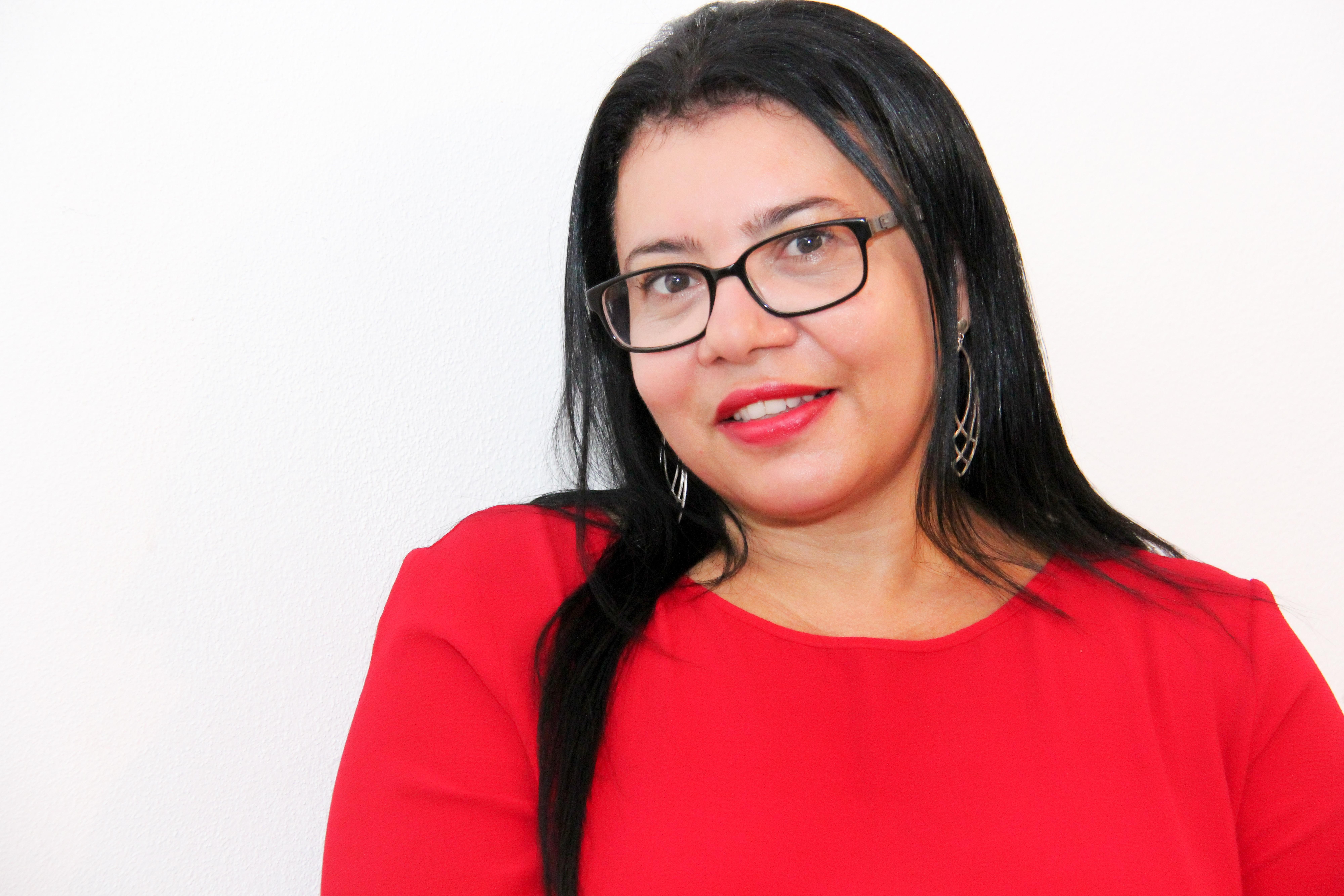 A jornalista kennedense Isa Colli se prepara para lançar mais dois livros, um infantil e um romance, com fatos reais
