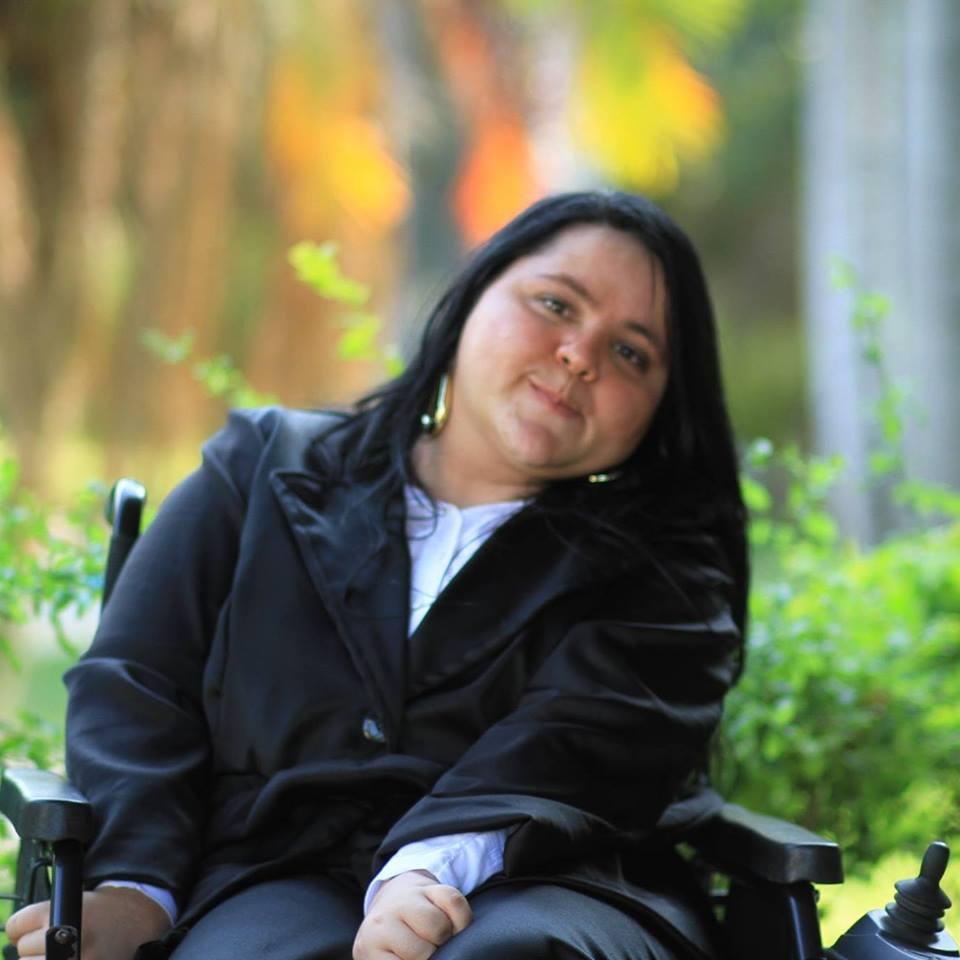 Mesmo após paralisia cerebral, Ana Paula Poton formou-se na faculdade e conseguiu um emprego na prefeitura