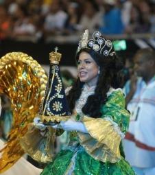 Desfile da Unidos de Vila Maria agrada à Igreja