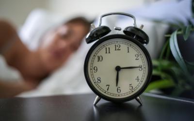 Com o fim do horário de verão os relógios devem ser atrasados em uma hora