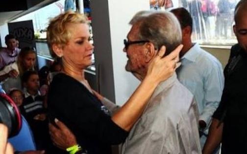 Xuxa usa a web para pedir orações ao seu pai