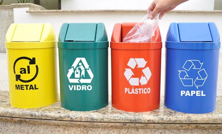 O material bruto recolhido é reutilizado e se transforma em outros produtos