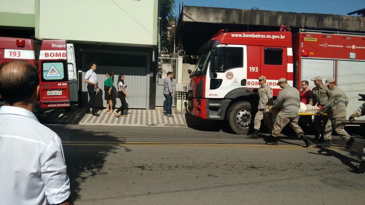 O vereador Alexandre Bastos caiu do terceiro andar de sua residência e foi socorrido pelo Corpo de Bombeiros