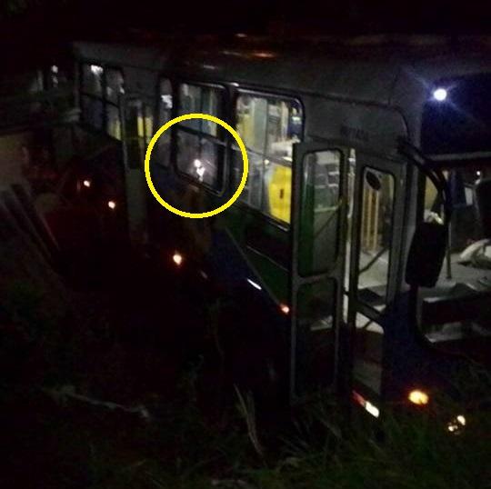 Imagem assustadora aparece em foto de acidente e deixa internautas intrigados