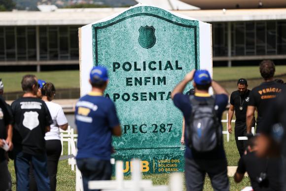Policiais protestam contra a Reforma da Previdência