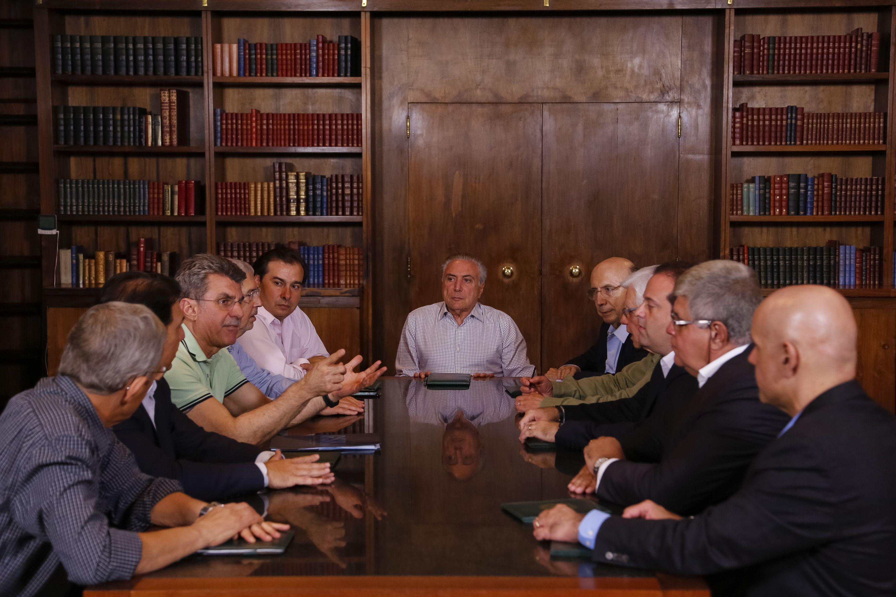 O presidente Michel Temer recebe no Palácio da Alvorada, ministros e líderes dos partidos da bancada governista no Congresso Nacional para reunião sobre reforma da Previdência