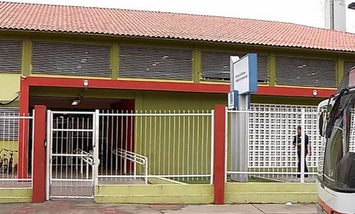 Professora tem carro roubado ao chegar para trabalhar em escola da Serra