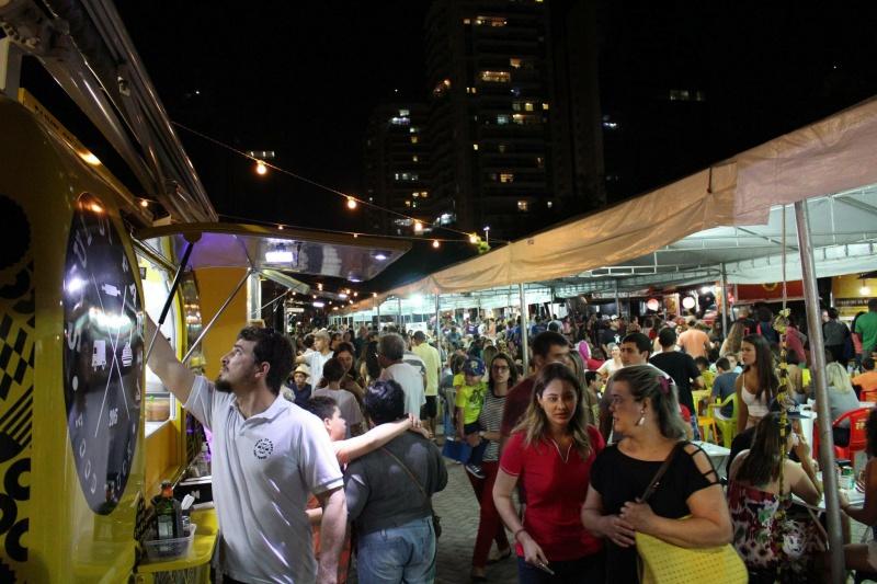 Food trucks vão levar variedade de cardápios para o público na praça do Papa