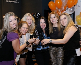 Foto de Fernanda Gueller, Fany Ferreguetti, Ana Paula Guerzetti, Brunela Cabral, Jaqueline Bressan e Luciane Lavagnoli.